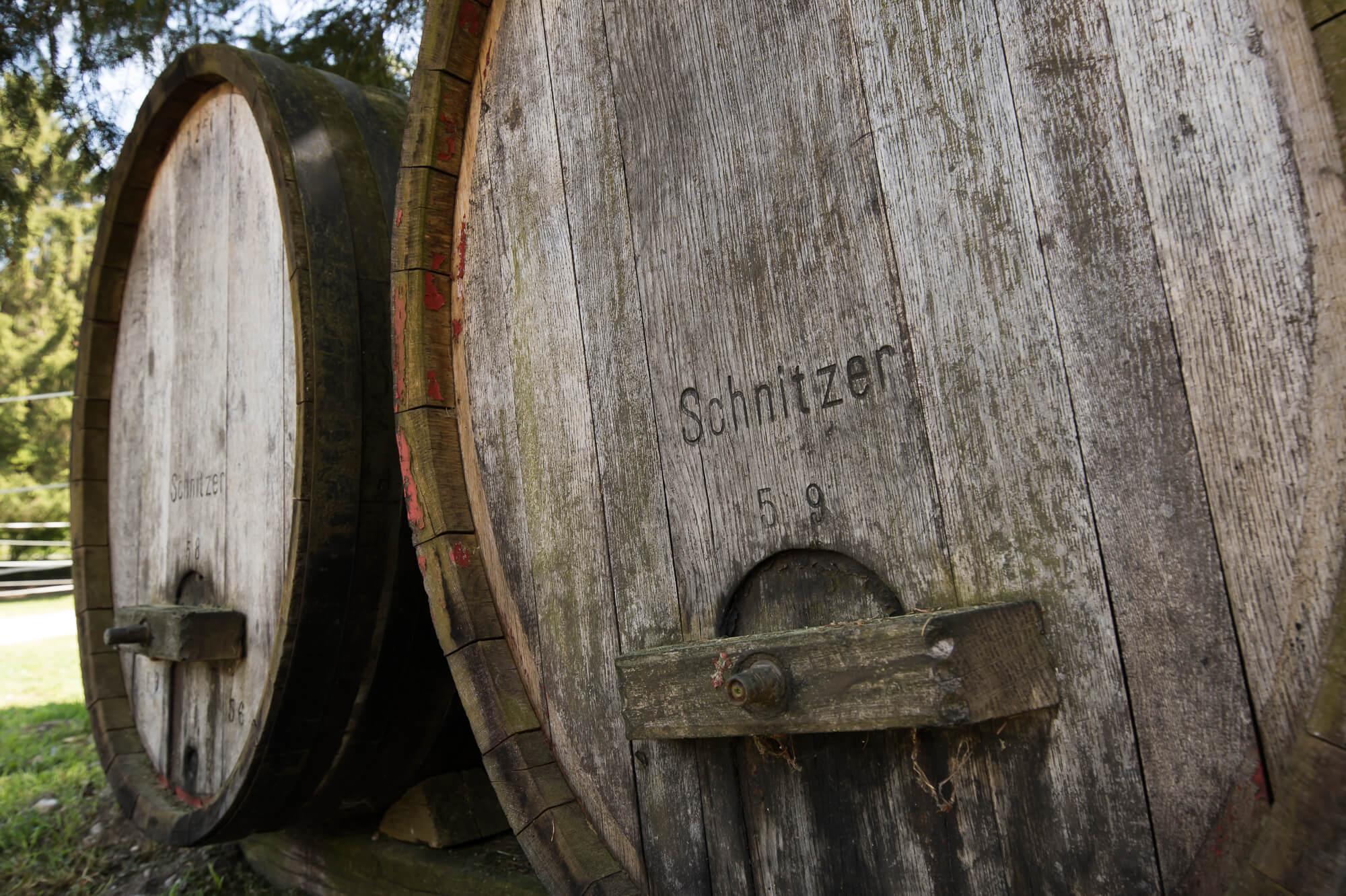Brennereiführung - Holzfässer der Destillerie Schnitzer