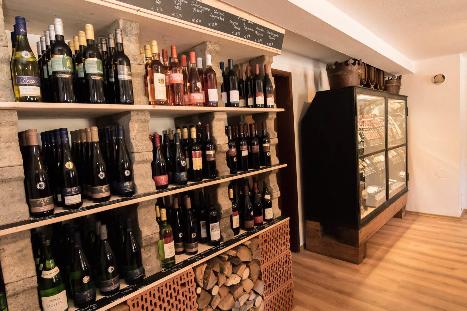 Weinsortiment im Hofladen Schnitzer