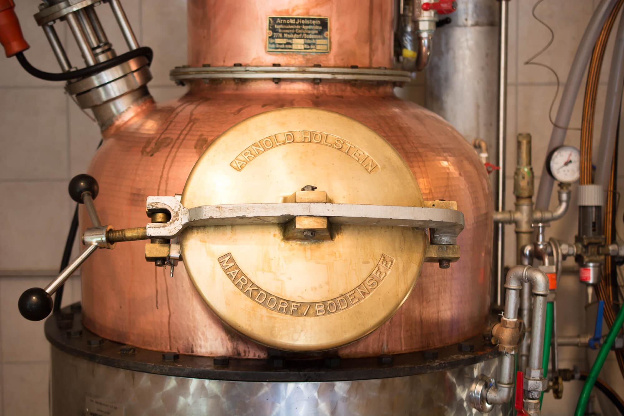 Brennereiführung - Brennkessel der Destillerie Schnitzer Frontansicht